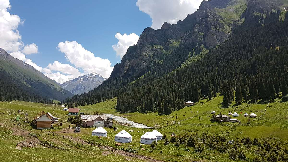 Wanderung von Karakol in das Bergdorf Altyn Arashan